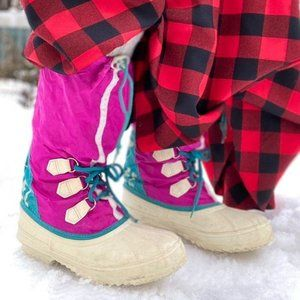 Cute vintage 90s winter boots by sorel